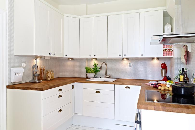 Кухня с белыми фасадами из МДФ №47