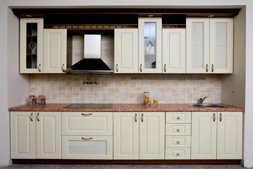 Кухня белая со стеклом из МДФ №24