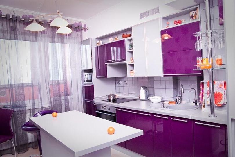 Кухня из фиолетового пластика