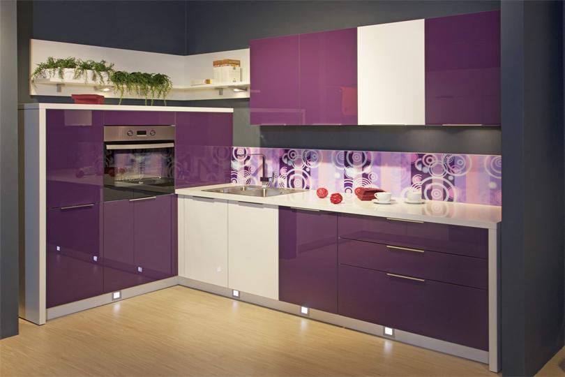 Кухня фиолетовая из пластика №23