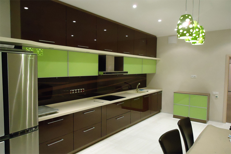 Кухня коричневая из пластика №22