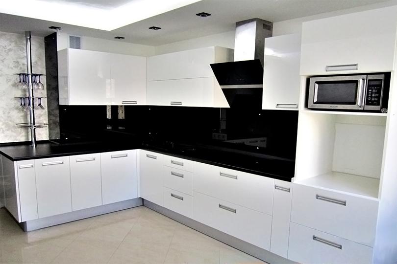 Белая кухня из пластика №2