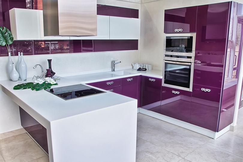 Фиолетовая кухня из пластика №15