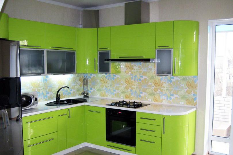 Кухня зеленая из пластика №13