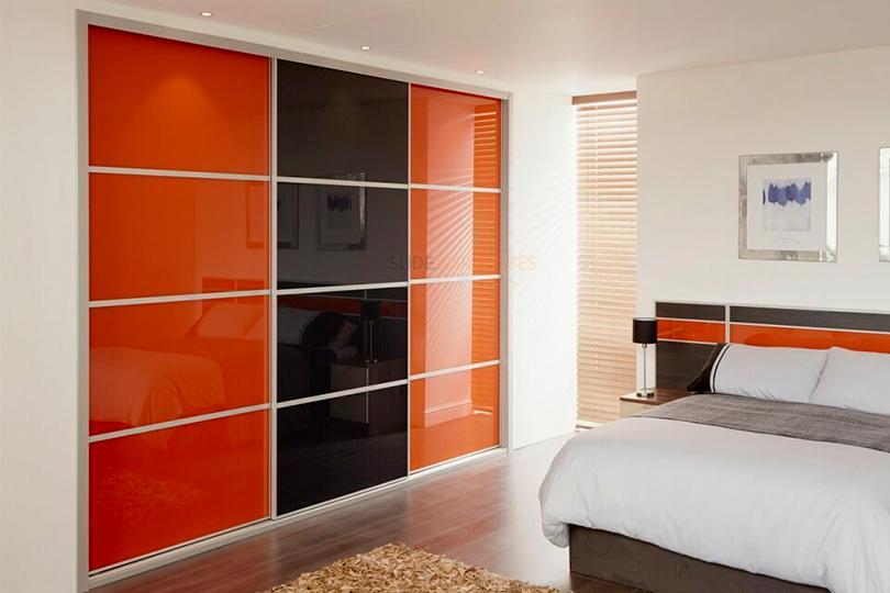 Встроенный шкаф купе черно оранжевый